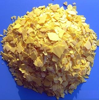 a picture of yellow flaky sodium sulfide
