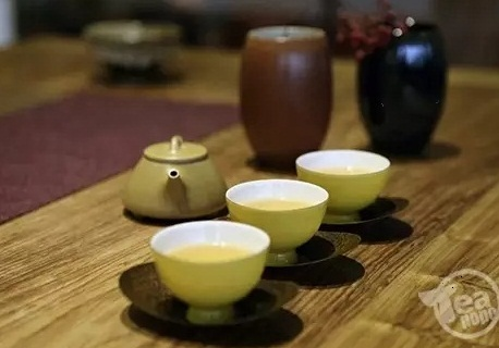 氧化硼黄釉茶具